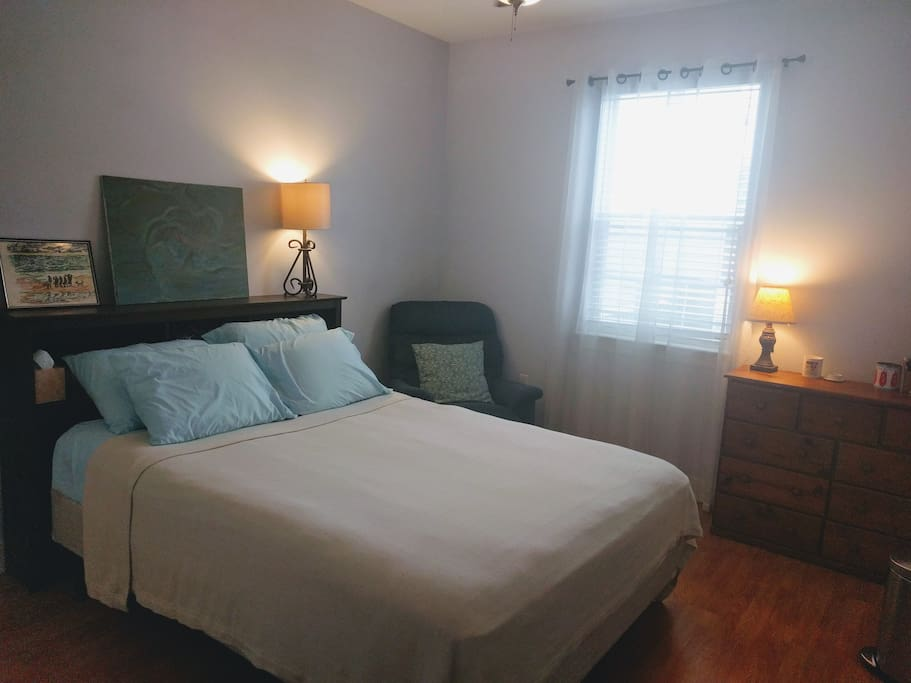 Queen sized bed with soft sheets. Lamps, dresser, and closet all available for use.