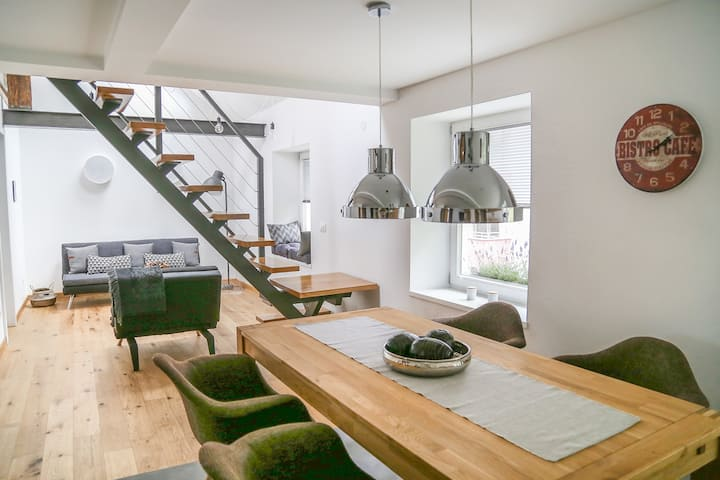Stylish duplex with FREE private parking