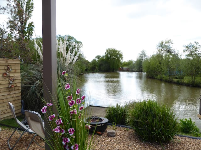 Lily Lake Yurt private HOT TUB set by lake. - Hatfield Peverel - Tenda