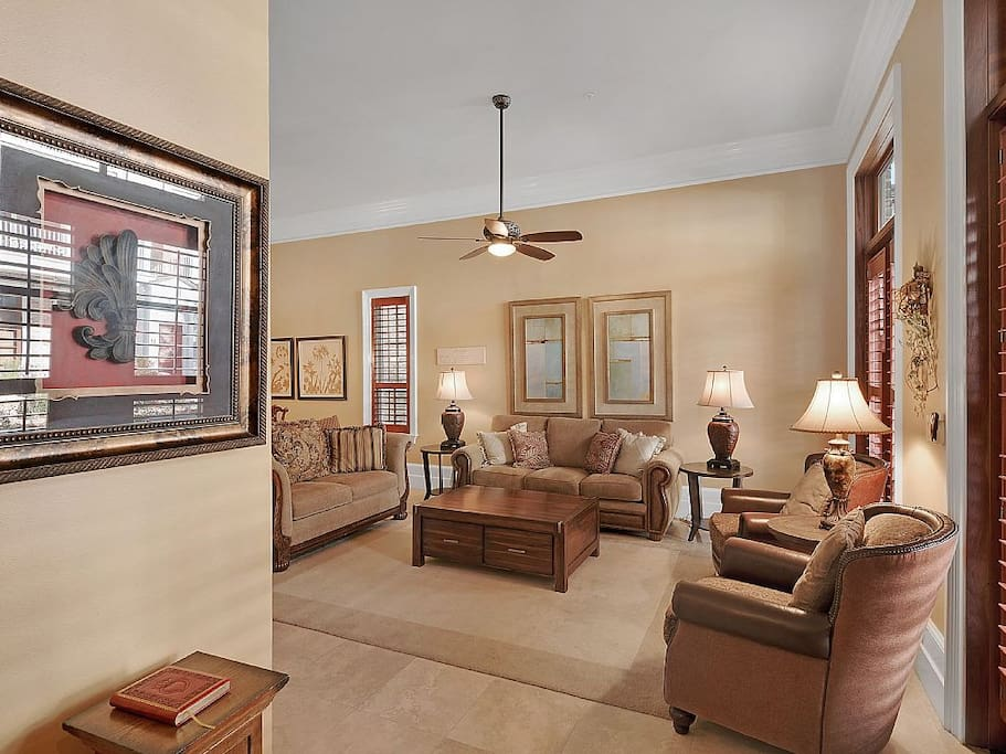 Spacious open floor plan, living room seating for seven
