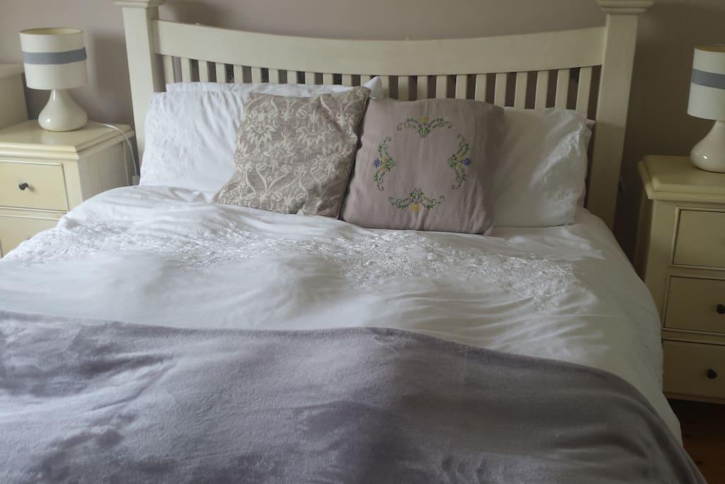 Kingsize bed in quiet room.