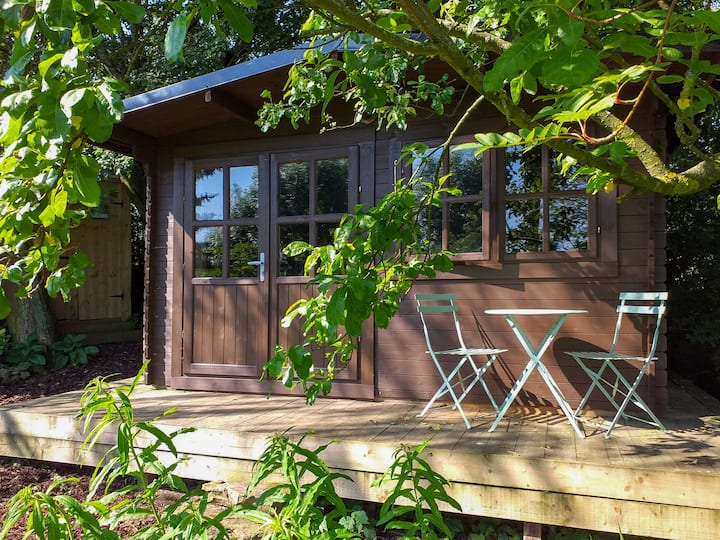 Crackpot Cottage Log Cabin Glamping