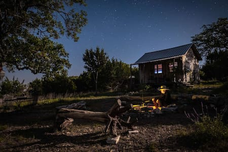 Cute Off-Grid Cabin on 84 acres in Harper, TX