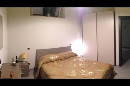 "CAMERA DELUXE B&B ""Villa Fiorita"" - Pontecagnano - Bed & Breakfast"