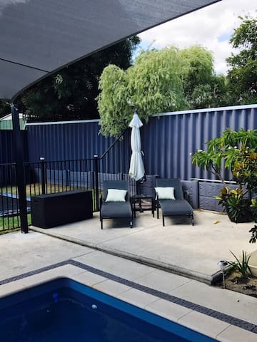 Private room (QB) near CBD and Fremantle - Willagee - 獨棟