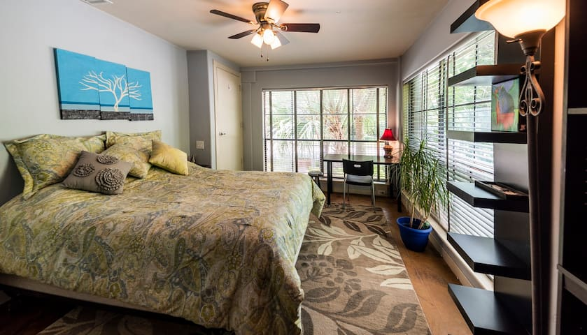 Gorgeous Room/Private Bath in Montrose