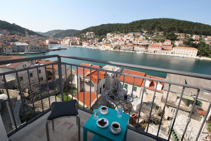 Apartment Branka A1 Pucisca, Island Brac - Pucisca - Appartement