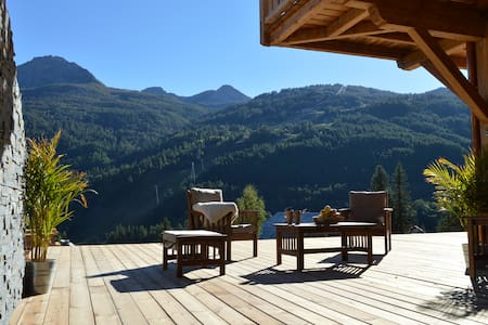 Chalet Léli, charme et prestige , 100 m2 terrasse - House