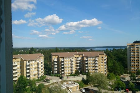 Room with a view, 30 minutes to the inner city - Täby - Apartmen