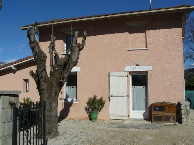 Jolie petite maison individuelle:) - Le Versoud - Hus