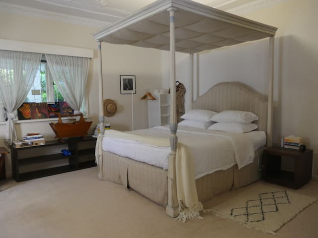 Luxurious King Size Bedroom with Private Ensuite