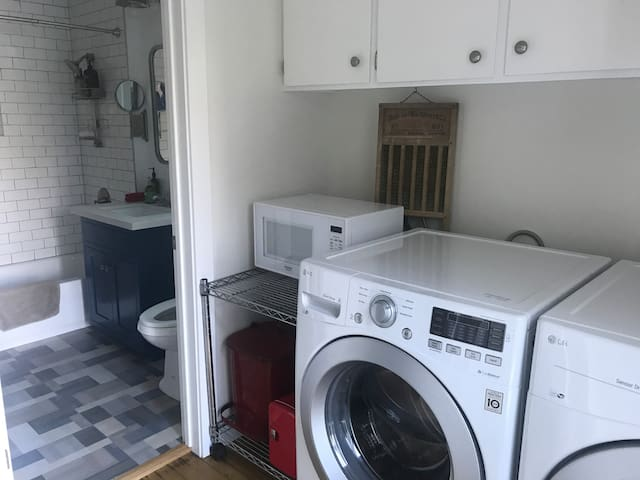 Microwave and iron/ironing board available. Just let us know prior to your stay and we'll make sure it's set in your room.