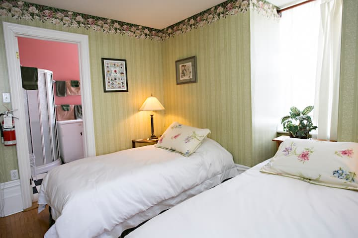Crown House Bed & Breakfast Regent Suite