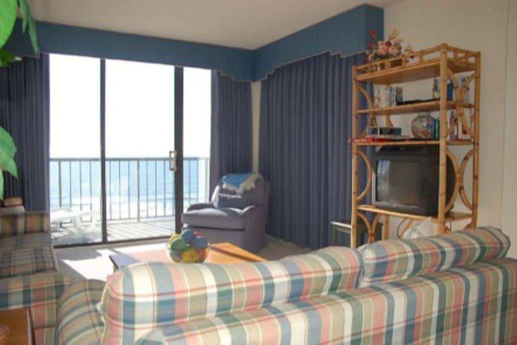 Indoors,Room,Entertainment Center,Bedroom,Bed