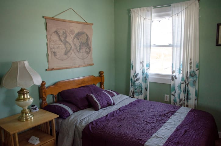 1 Room in Rural Home, Perfect for Animal Lovers!