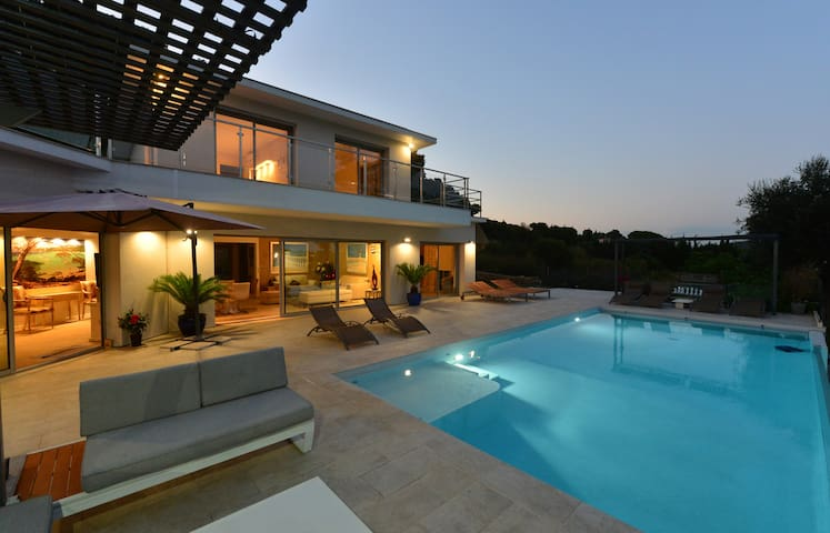 Villa Lagon Bleu / Superb modern villa with 360° view on the hills