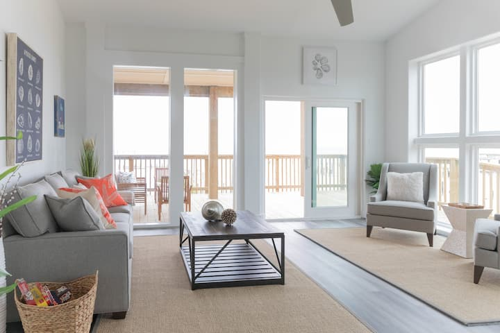NEWLY RENOVATED Pier 6 Standard Bungalow #4!