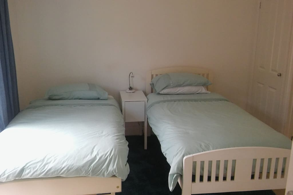 Main bedroom, 2 single beds, en-suite shower and toilet