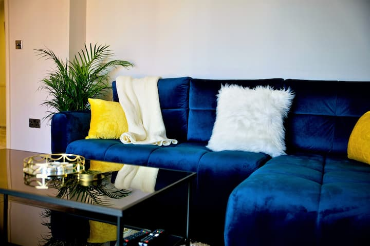 Azzurro Apartment - Yeovil Centre