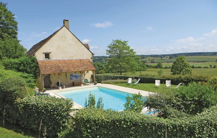 Holiday cottage with 6 bedrooms on 192m² in Domfront en Champagne