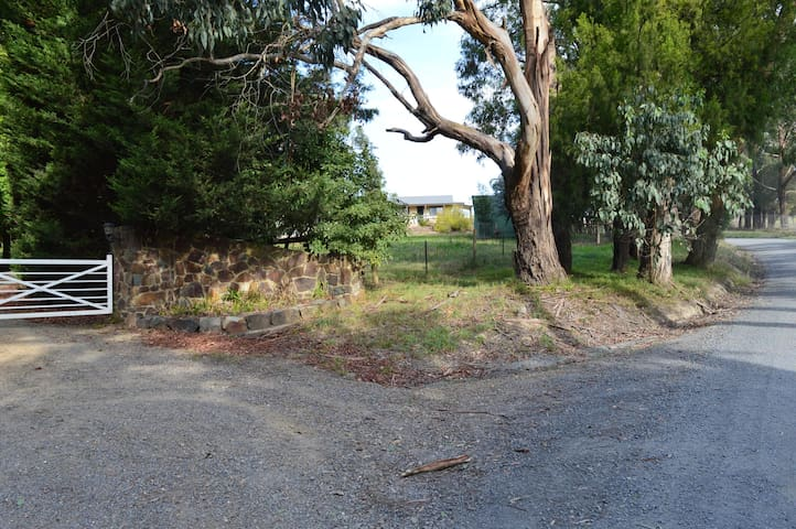 15 Owens road Woori Yallock.  Entry from the second driveway.