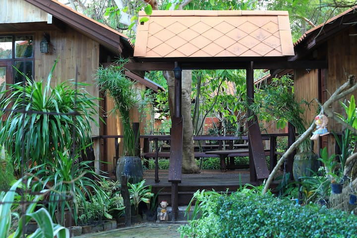 Homey bungalow for 4 in Koh Lipe