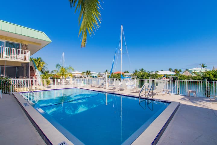 Beautiful condo W/ boat slip, boat ramp & pool