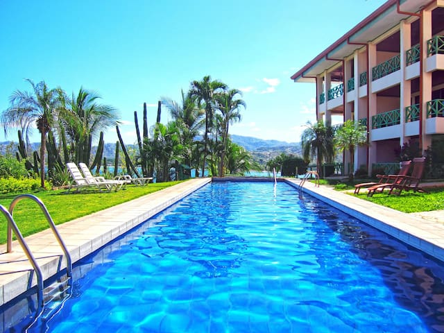Flamingo Ocean View Condo Above Semi-Private Beach - Playa Flamingo - Appartement en résidence