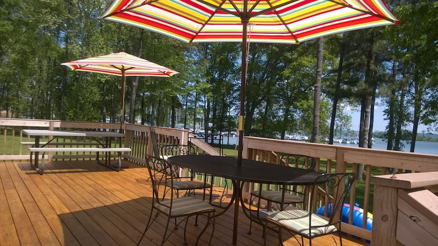 Lakefront getaway - Guntersville - Casa