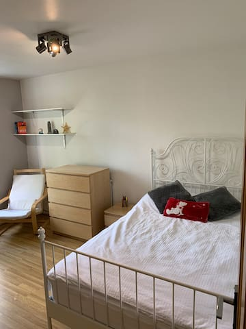 Newly decorated double bedroom in Vauxhall, London