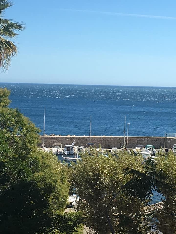T2 meublé loft, wifi, à Toulon proche plage