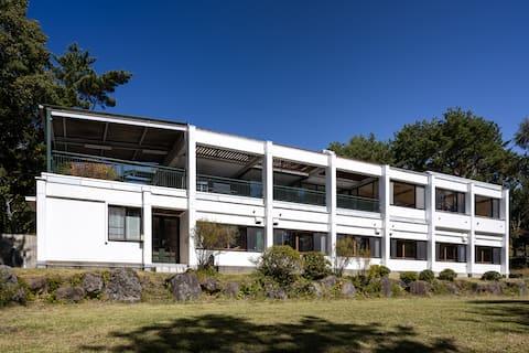 Rent entire villa with 2 acre garden!