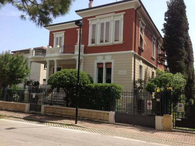 Villa Giuliana, al mare, sea  front. 4/10  guests. - Pesaro - Pis