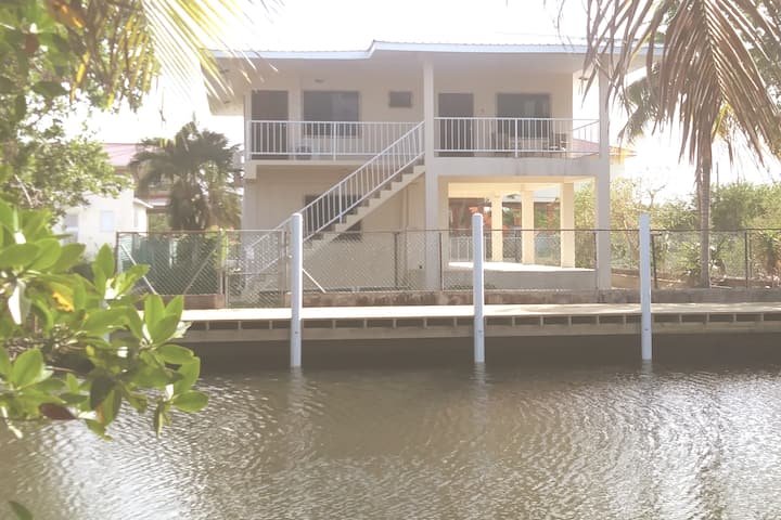 Water Front Getaway Just Minutes from Airport