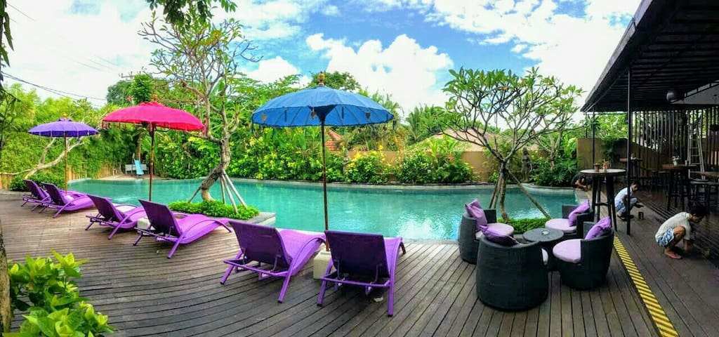 Private Townhouse, Large Clubhouse Pool Package.