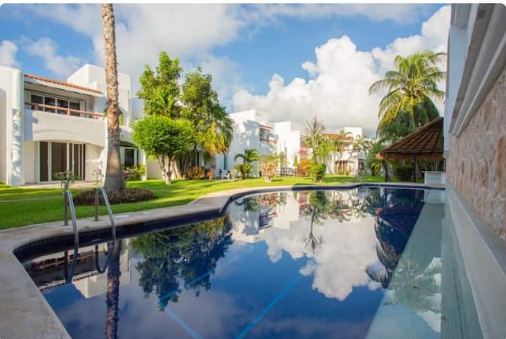 Charming Playacar Villa 7 mins walk beach &5th Ave