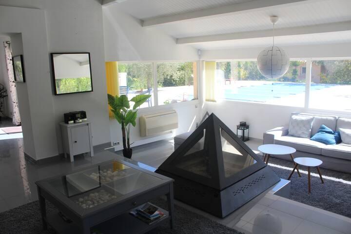 Très belle maison climatisée,  220M2  avec piscine