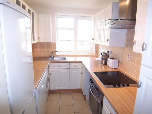 3 min from putney tube, large dbl