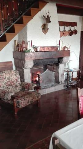 Belle maison pour amoureux de la campagne - Montaigut-le-Blanc - Rumah