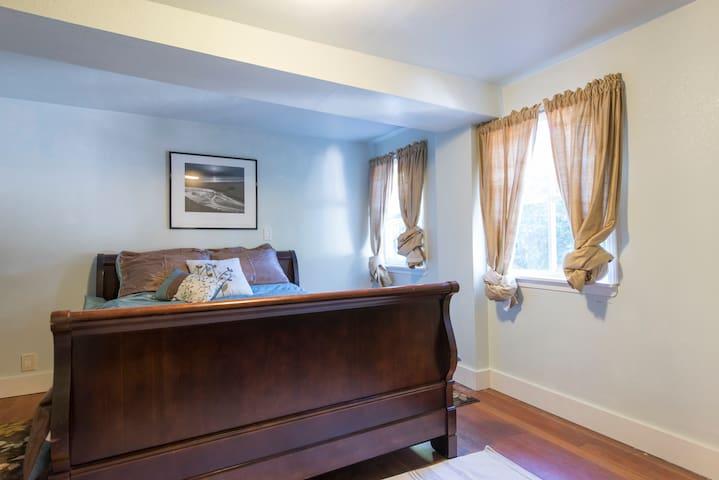 charming Victorian 1br apt - Alameda - Apartment