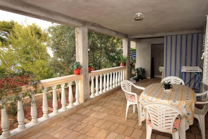 One bedroom apartment near beach Prigradica, Korčula (A-9141-b)