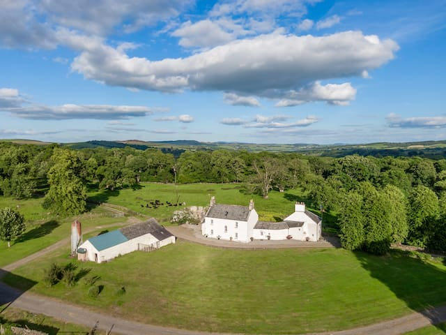 17th century farmhouse set in 3 acres by Loch Ken