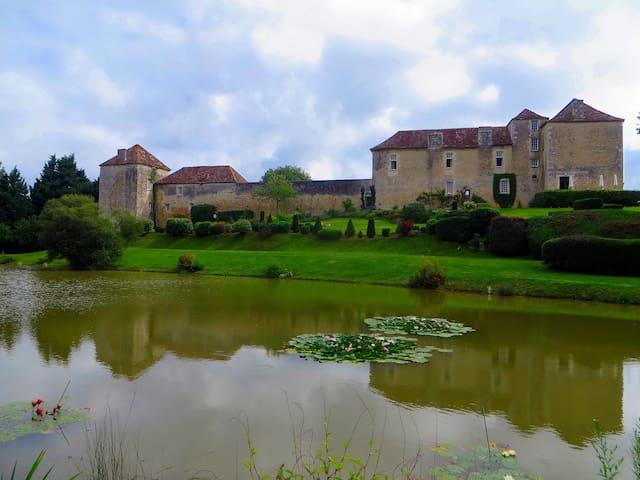 LaTour+La Garde  Château-Piscine