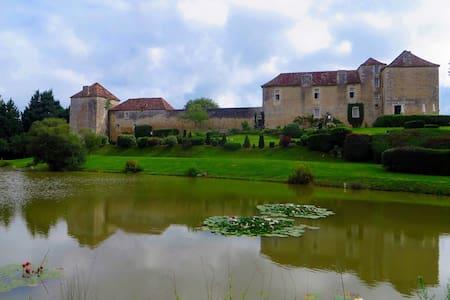 LaTour+La Garde  Château-Piscine - Liniers