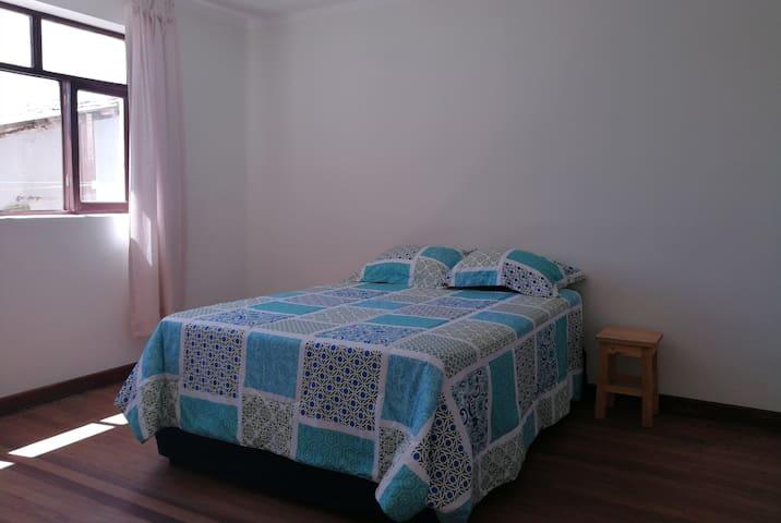 General view of double room 1/ Vista general de habitación matrimonial 1