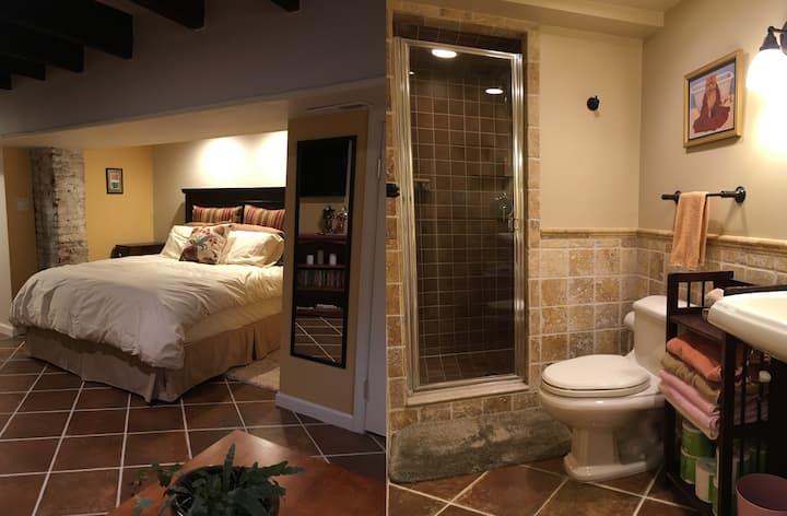 Cozy Chic Private Downtown Suite w/ Parking+EV
