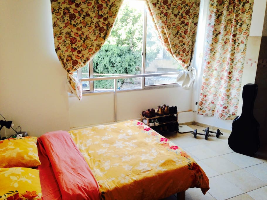 Very sunny bedroom with double bed and air conditionning