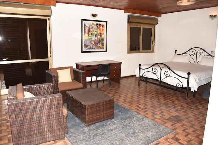 Chez Glo 2 (1st floor, 45m2 & balcony) - Addis Ababa - ゲストハウス