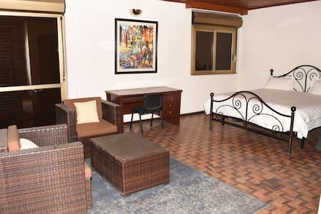 Chez Glo 2 (1st floor, 45m2 & balcony) - Addis Ababa - Domek gościnny