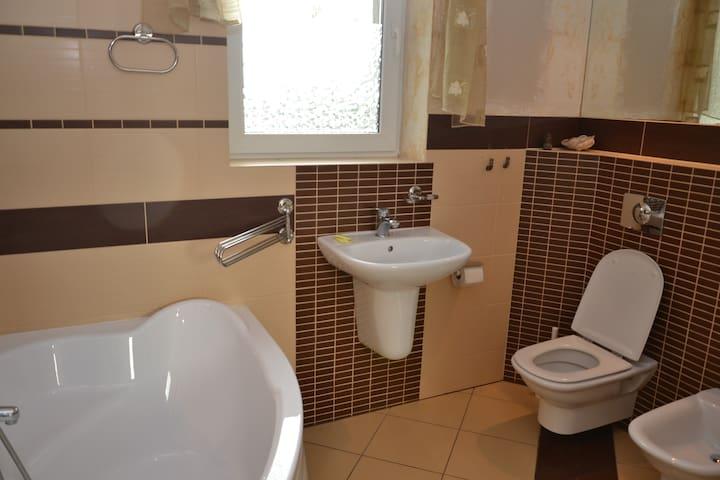 Wspanialy pokoj z lazienka 39 m2 - Zielona Góra - Hus